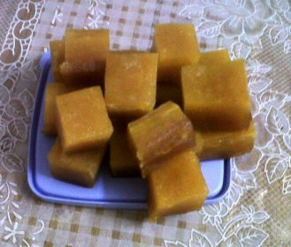 Mavidi tandra (Mago jelly) divided into pieces.